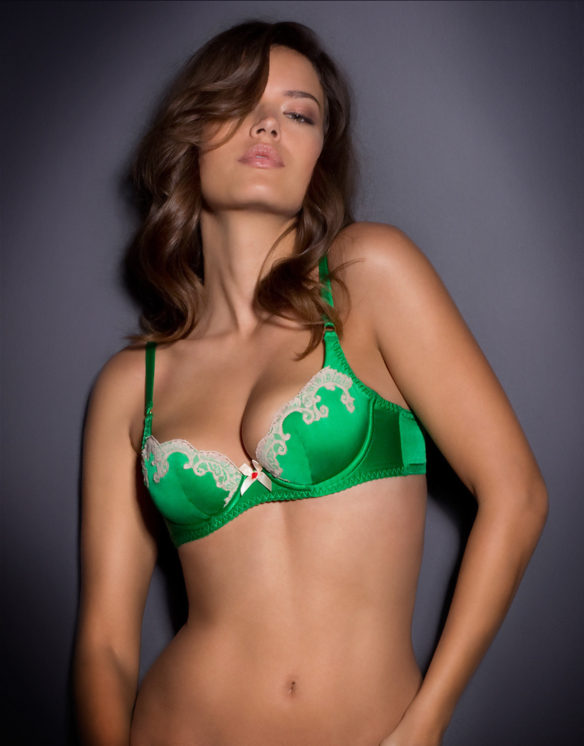 Девушки фото в зеленом лифчике фото