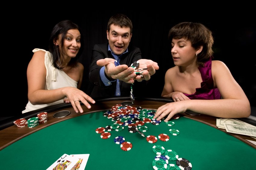 Молодые играют в карты, порно фото обконченые бисек