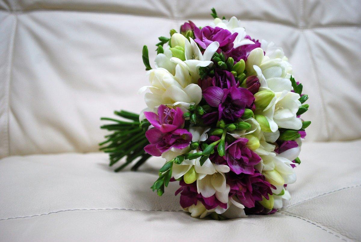Цветов, букет невесты из бордовых фрезии цена