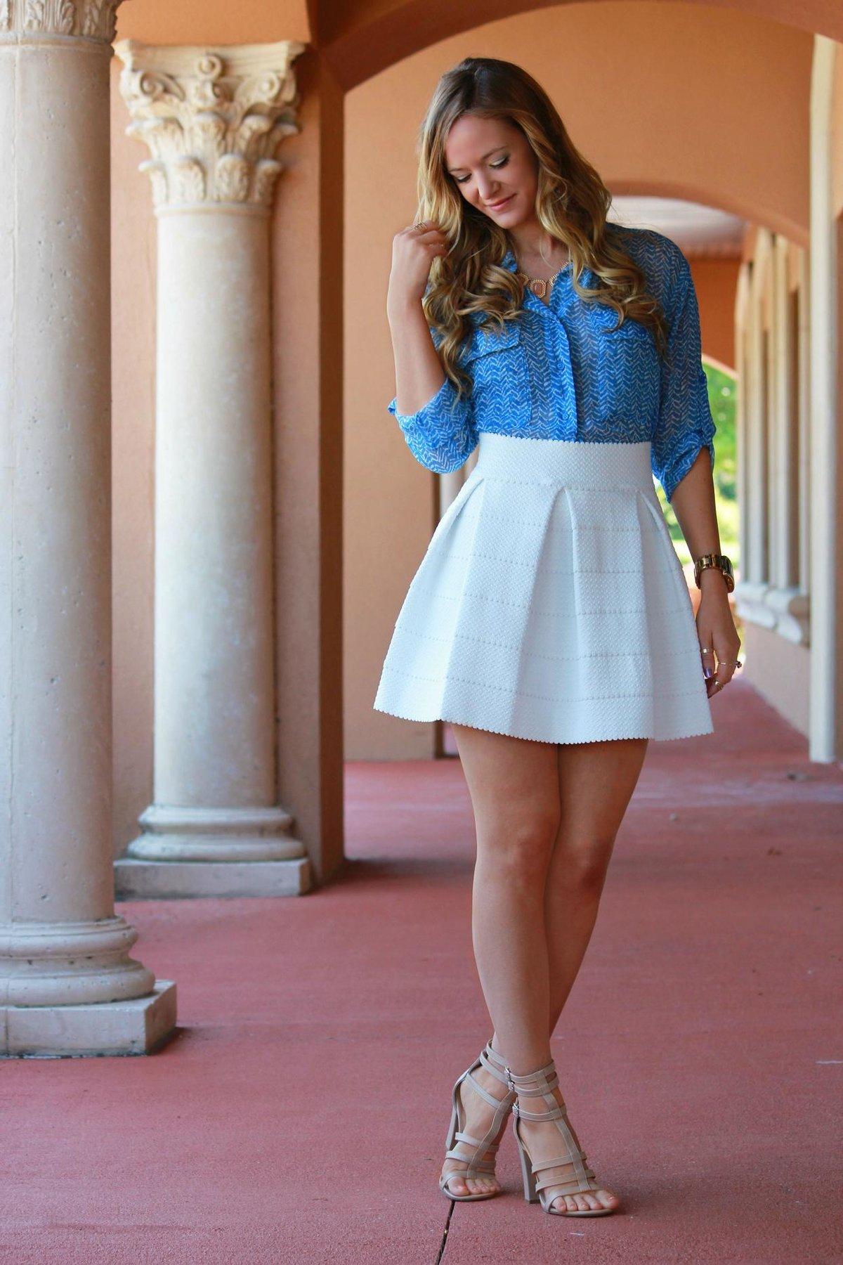 Короткая юбка на девушке 8