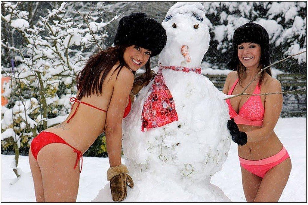 Горячие девчонки в снегу онлайн отлизывает очереди