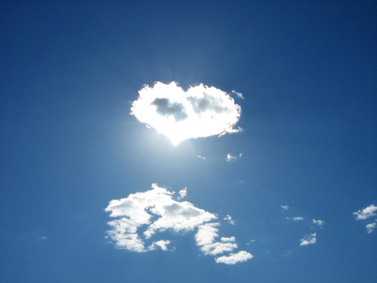Сердце из облака в небе картинка