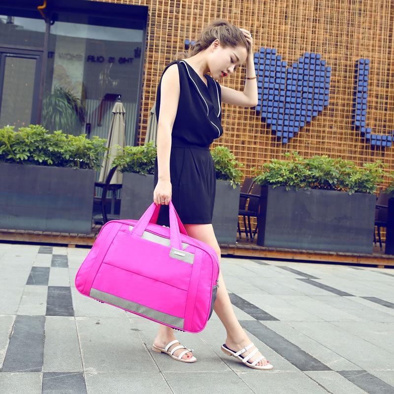 Девушка с тяжелыми сумками картинка
