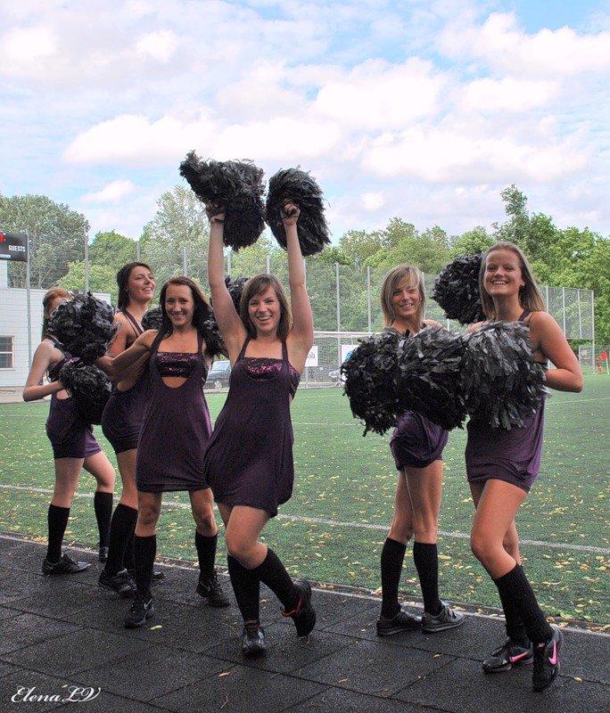 колени девушки из группы поддержки в колготках фото волосатые письки зрелых
