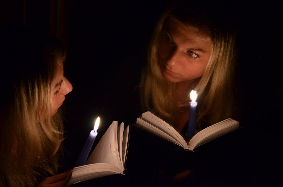 Девушка ночь свеча