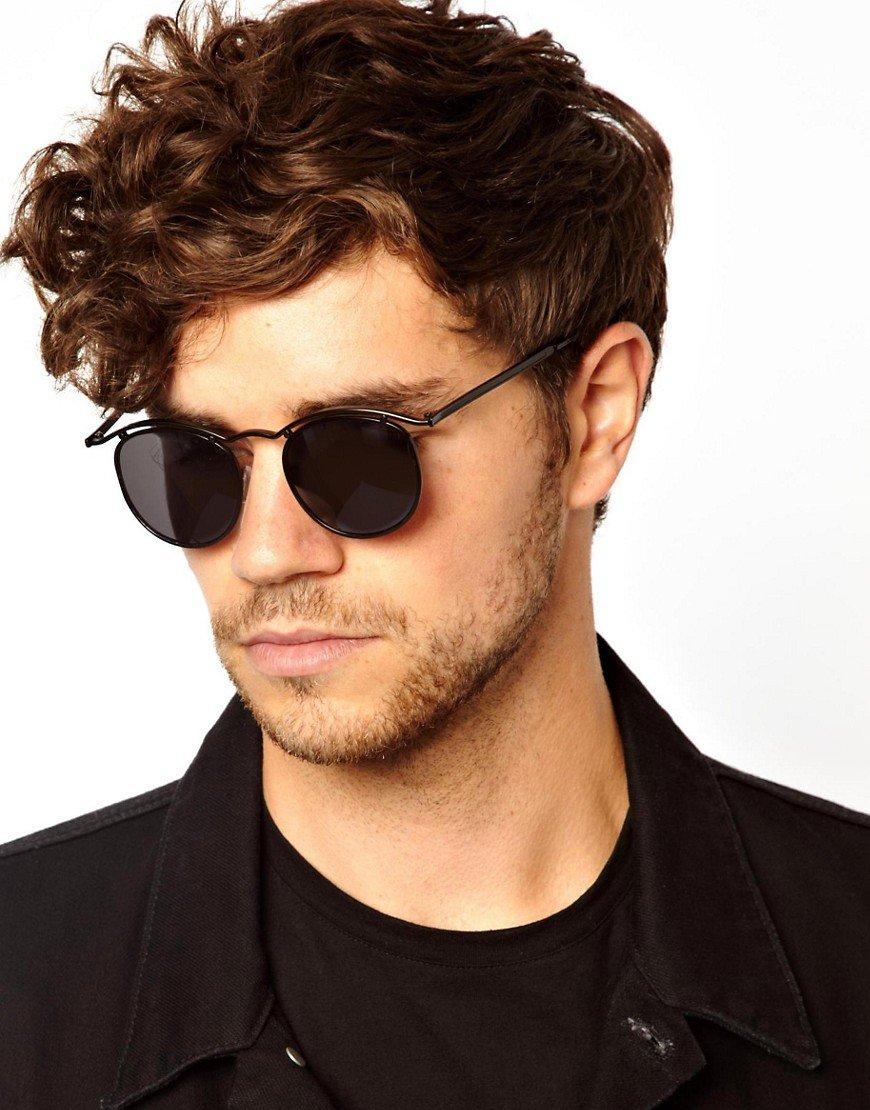 противовоспалительные свойства мужчина в круглых очках фото они разного размера