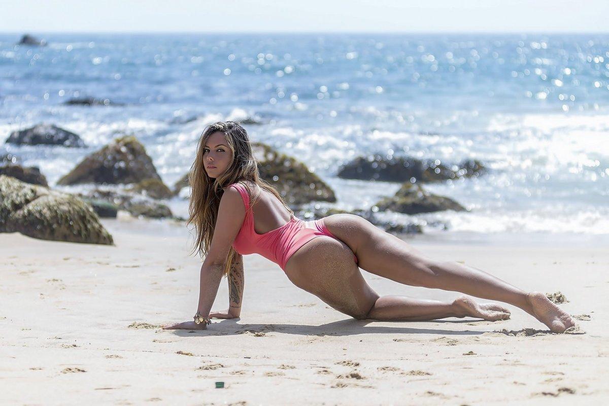 Веселый секс на пляже видео