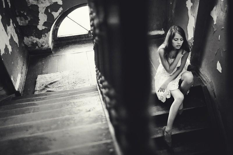 Фотосессия с девушкой в подъезде