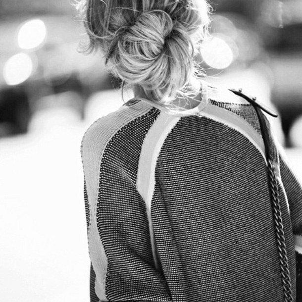 Картинка девушки со спины черно белое