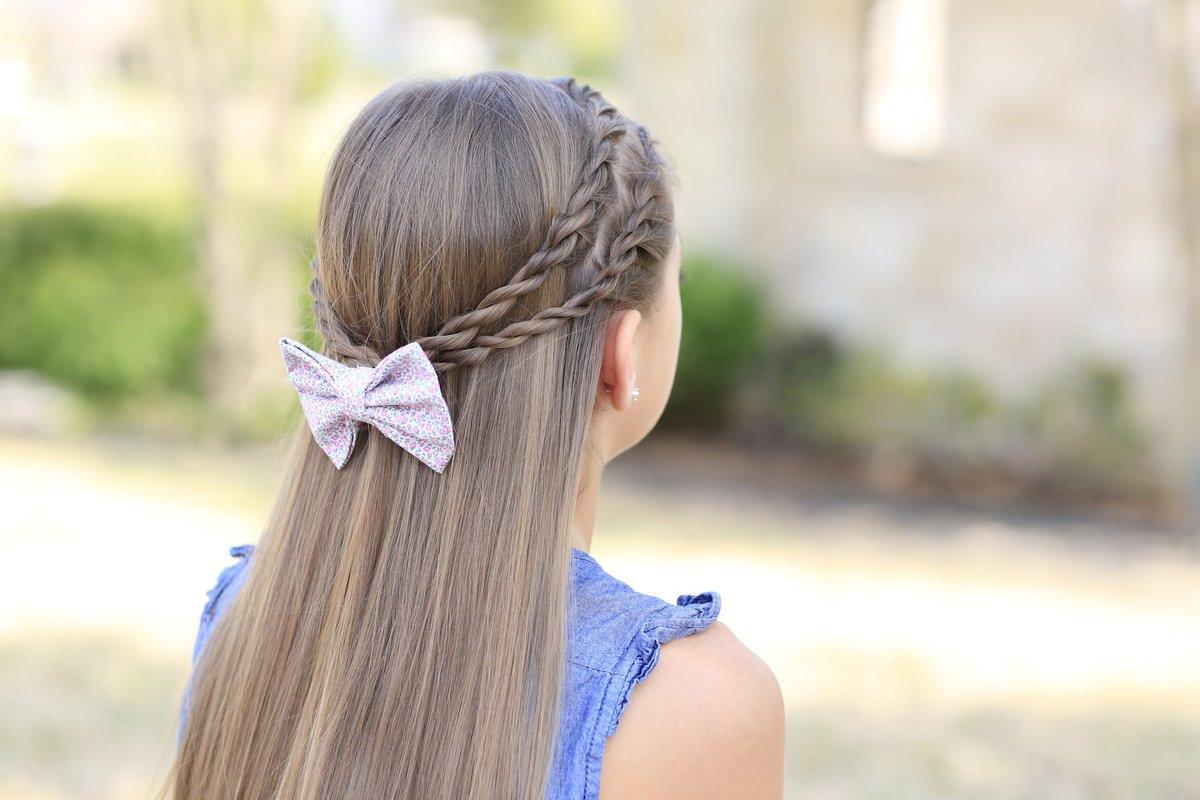 Такая прическа будет отлично держать волосы, не создавая дискомфорта девочке.