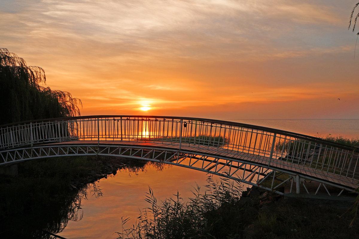 различаются только фотографировать рассвет с моста территории базы