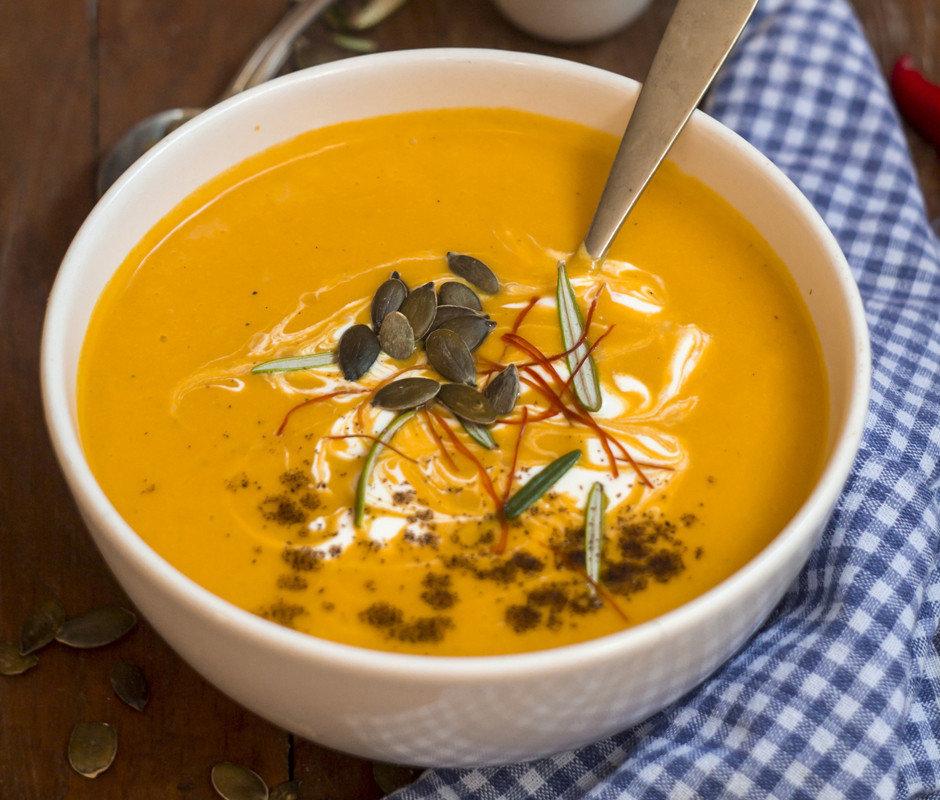Можно встретить огромное разнообразие рецептов супа из тыквы, среди которых найдется любимый вариант даже для самого придирчивого гурмана.