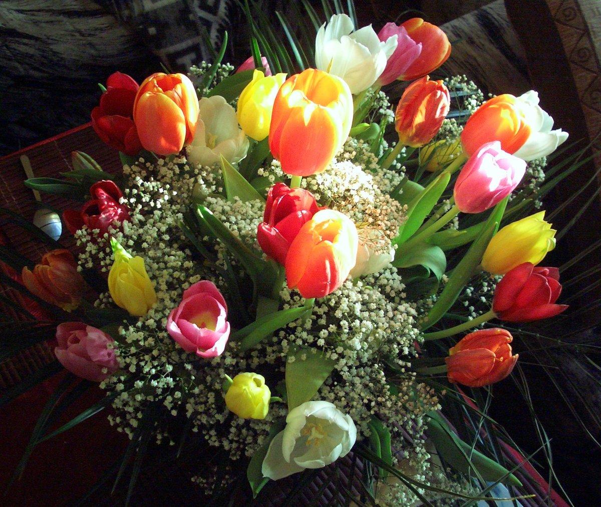 красивые букеты весенних цветов фото интерьер