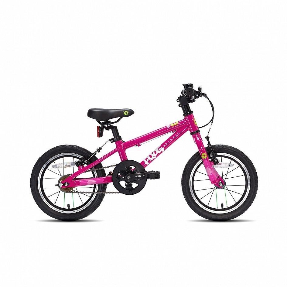 Выбирайте велосипед с резиновыми покрышками, которые, в отличие от пластиковых, не гремят на дороге, лучше амортизируют и управляются.
