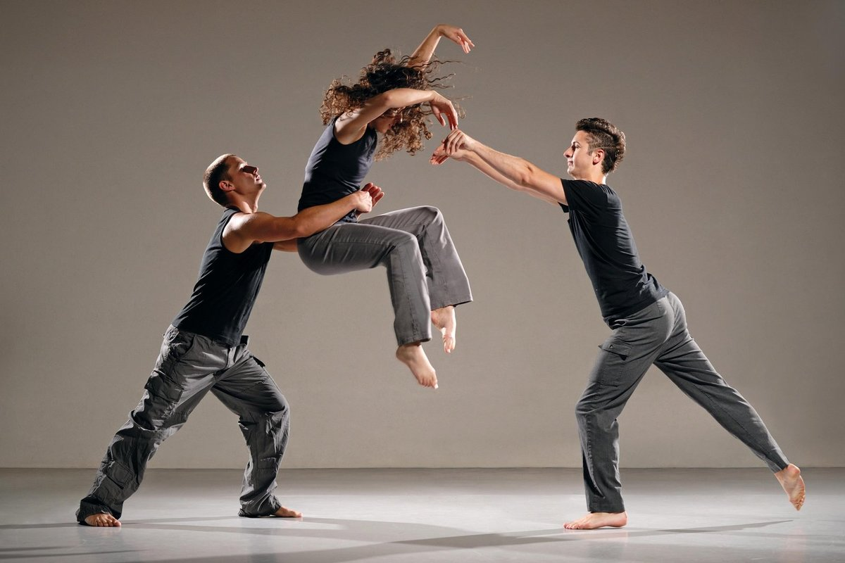 устроен люди в танце фото клеома