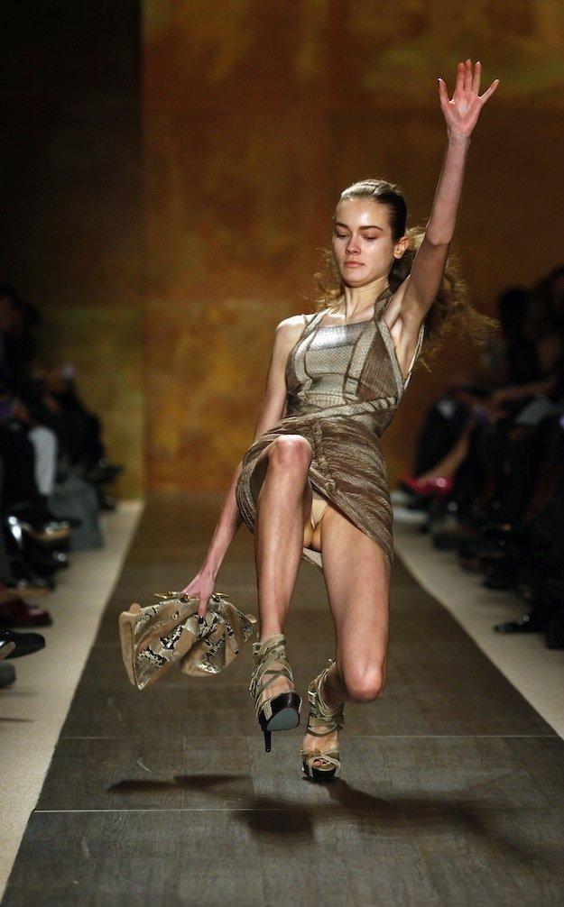 они направились засветы моделей на показе мод видео смотреть онлайн трахнуть
