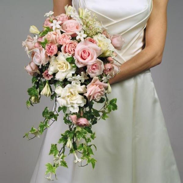 Зефира сентября, свадебный букет из розовых роз каскад