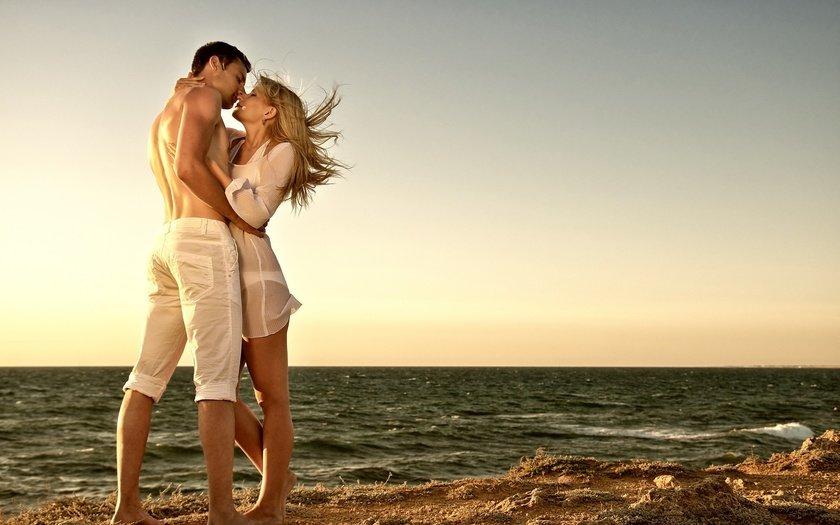 Картинки влюбленная пара у моря