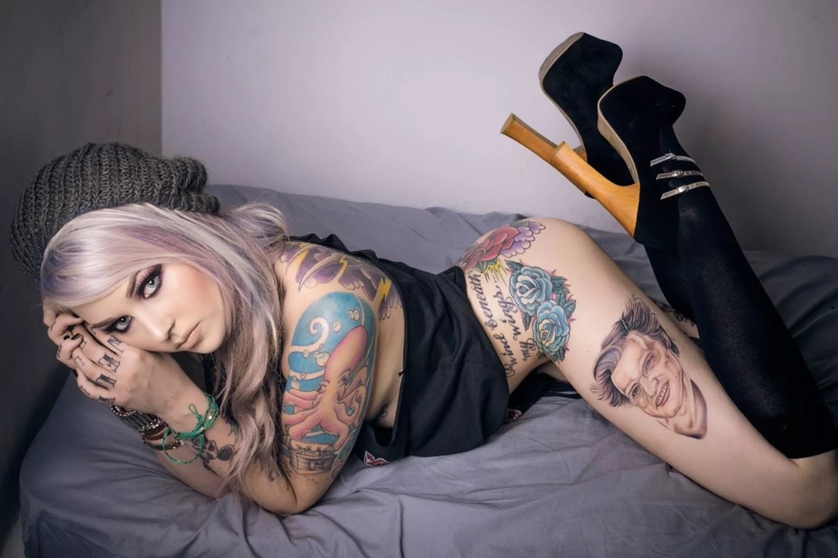Tattoo hot girls — pic 2