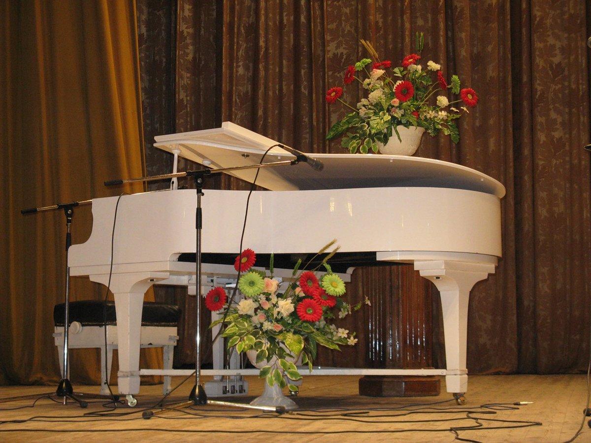 белый рояль картинки на сцене лучшие