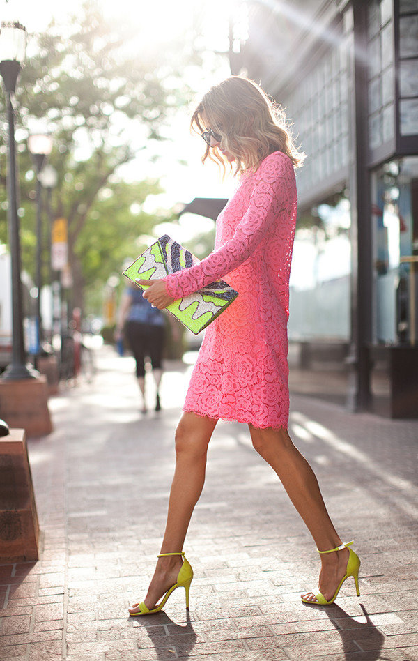 данное с чем носить розовое кружевное платье фото девушка захотела раздеться