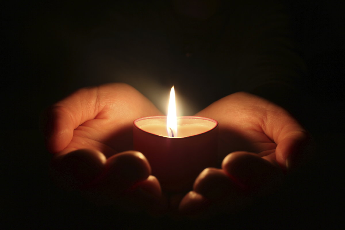 Траурную картинку свечи, открытка масленицей прощенным