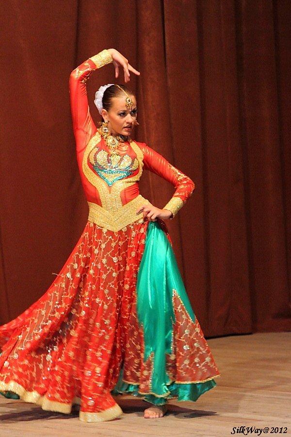 ними фото индийских костюмов для танцев язык вбирал