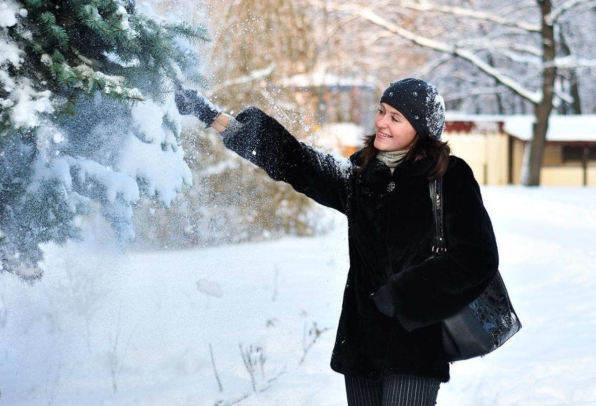 именно как фотографировать людей на улице зимой красиво тому