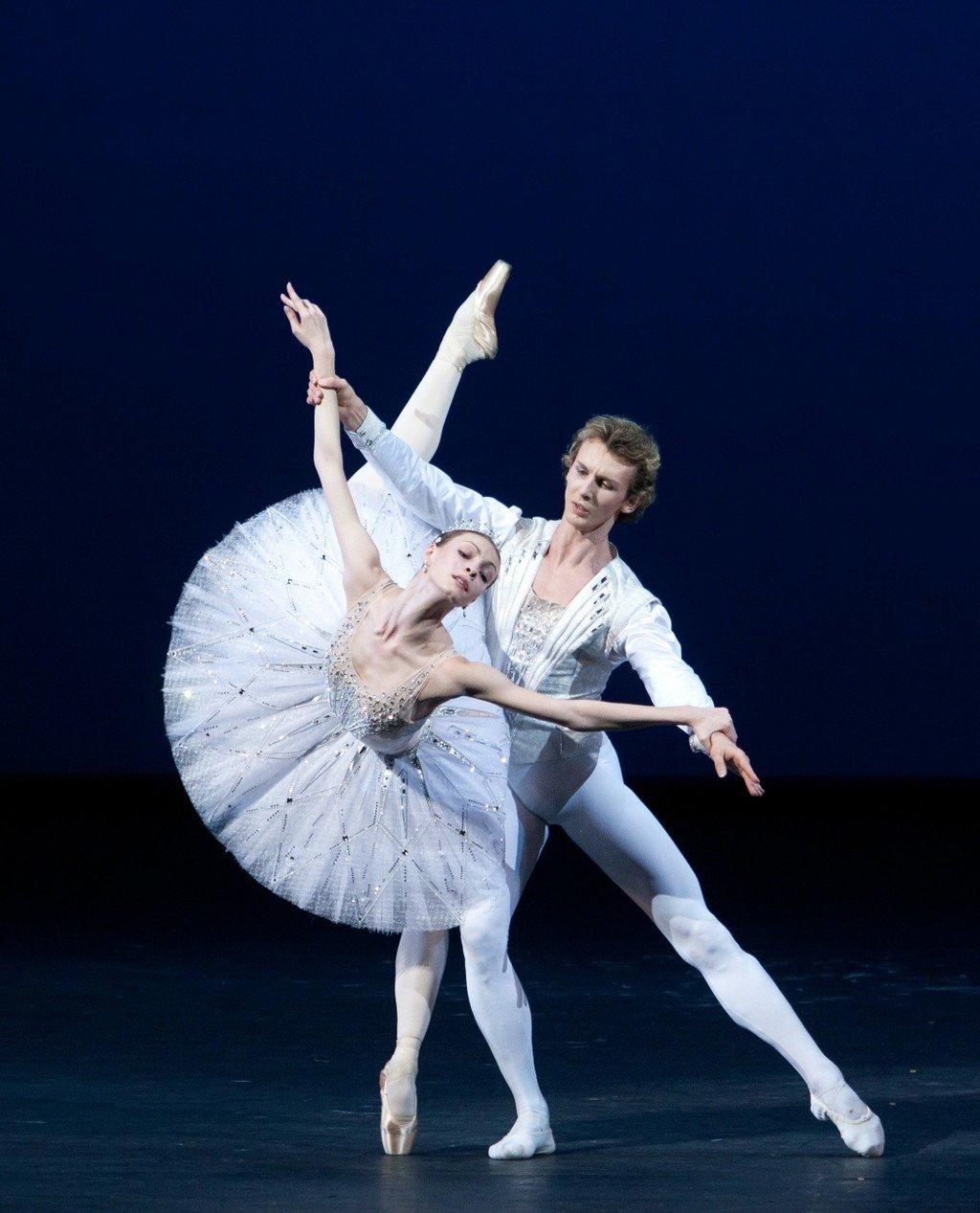 Днем матери, балет в картинках