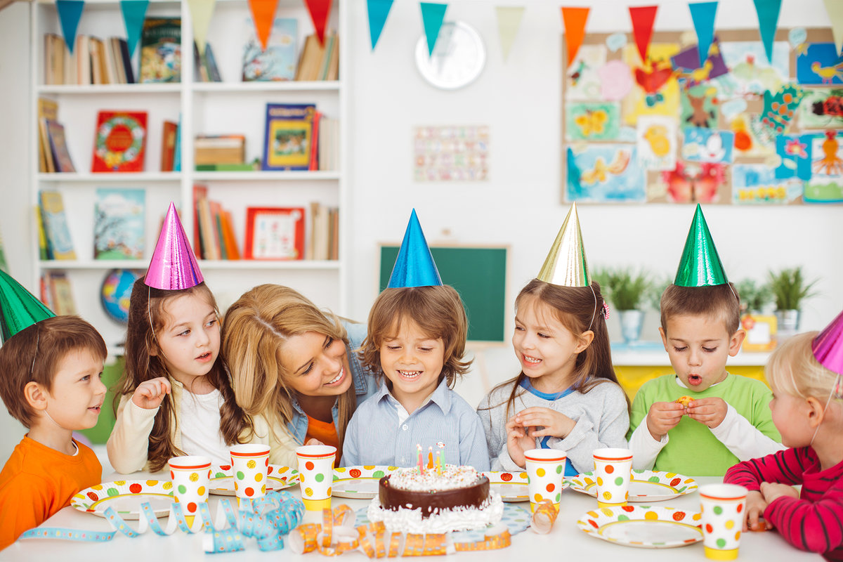 Открытки марта, день рождения детей картинки