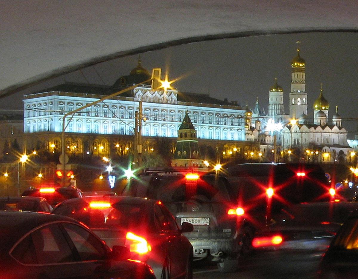 без картинки авто шевроле у кремля огонь все-таки сошел