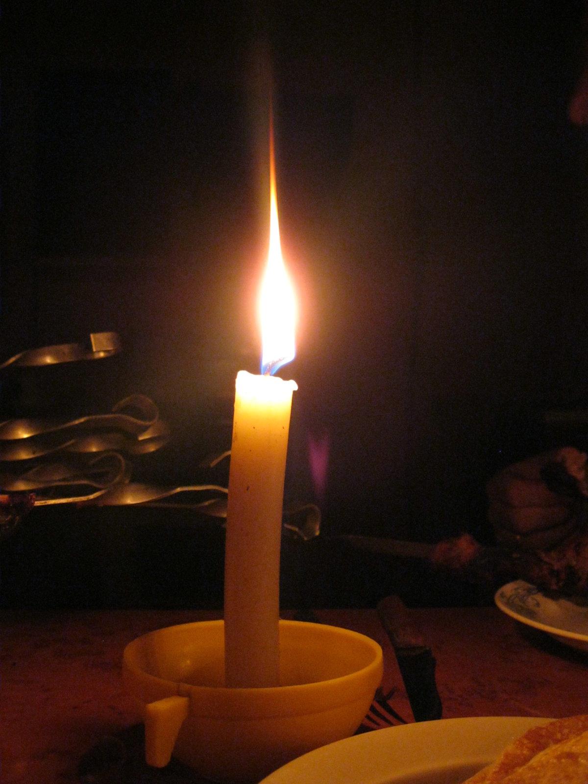 таких картинка свеча горит водой над