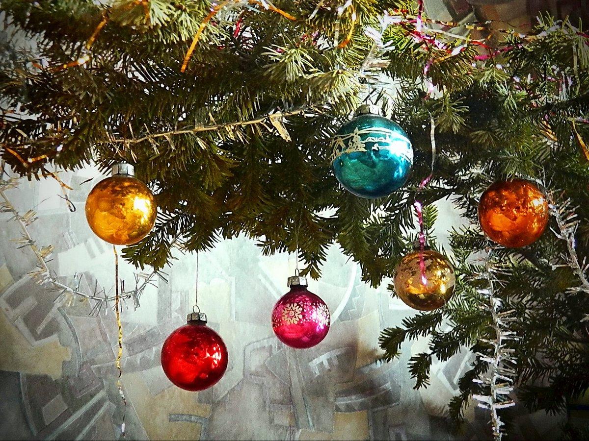 Новогодние картинки шарики елки