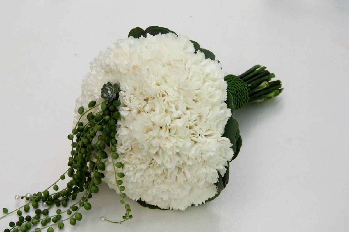 Красивые букеты из белых гвоздик, цветы омск
