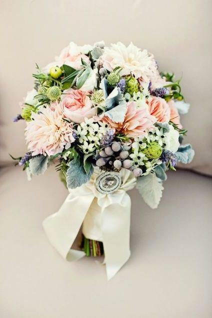 Нежные свадебные букеты У многих есть свои предпочтения для цветов и расцветок, другим важно то,  чтобы их букет был уникален.