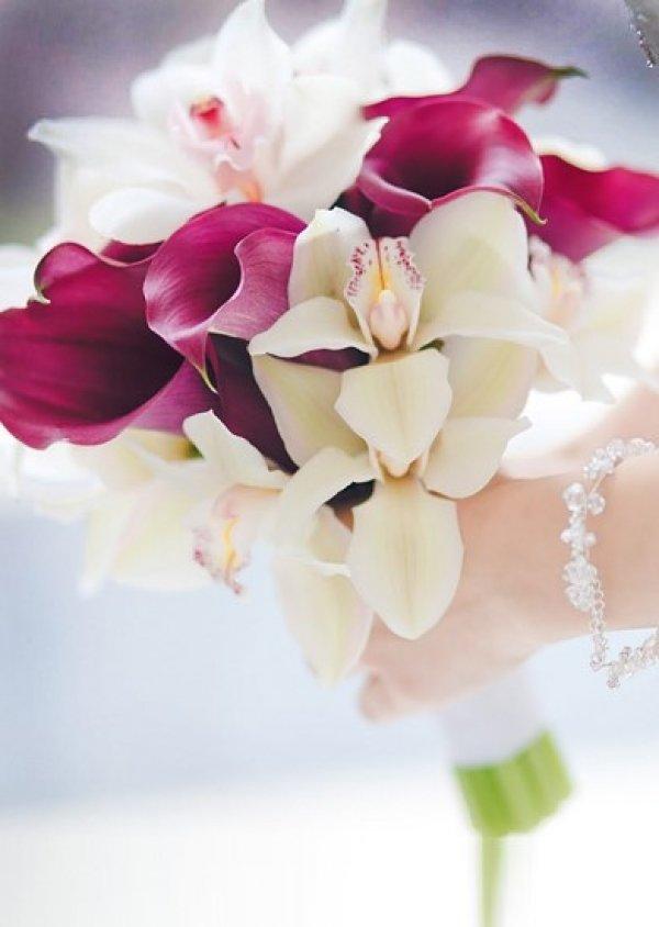 Свадебные букеты каллы и фаленопсис, флора