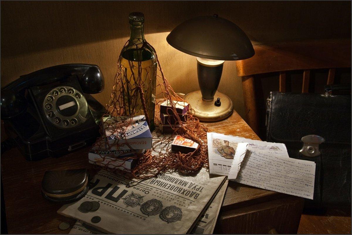 Я храню в столе старые открытки