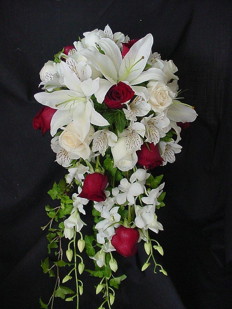 Цветы, свадебные букеты лилии с розами