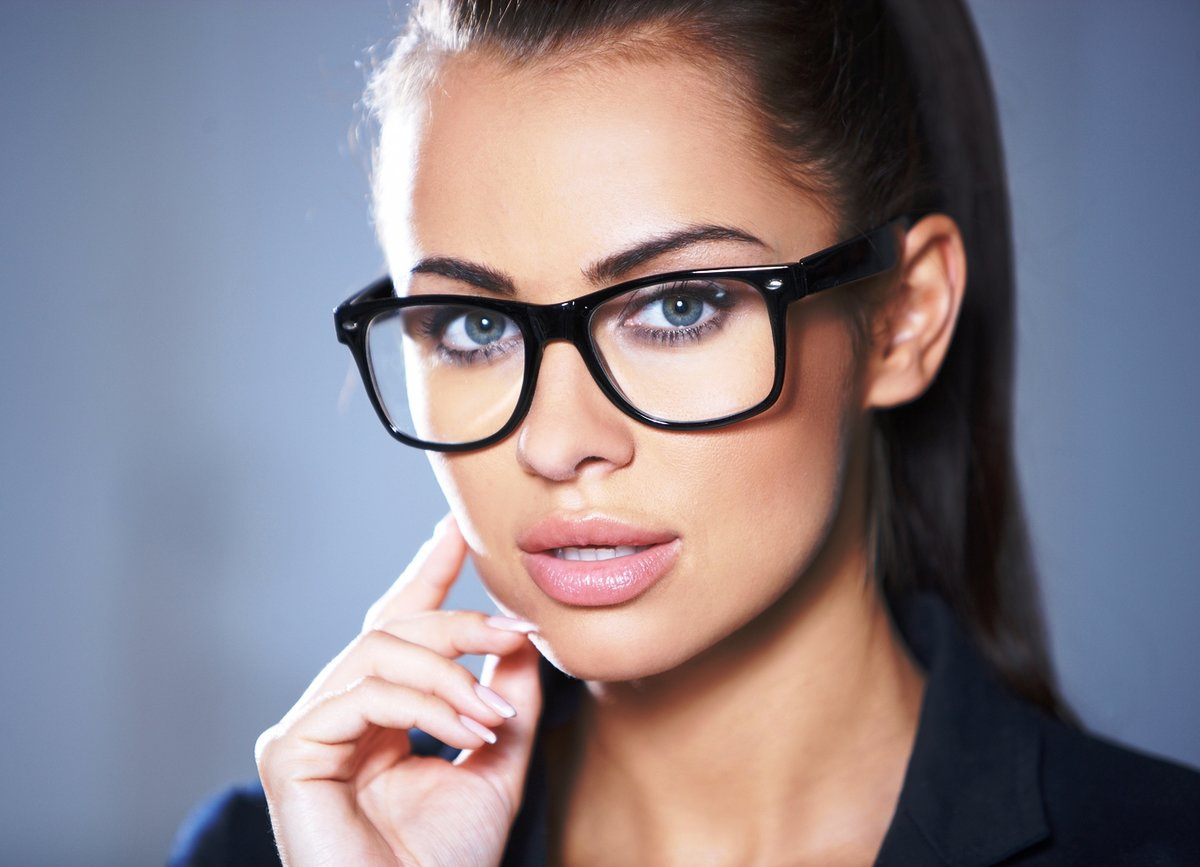 страстных горячих девушки в стильных очках видео мой взор