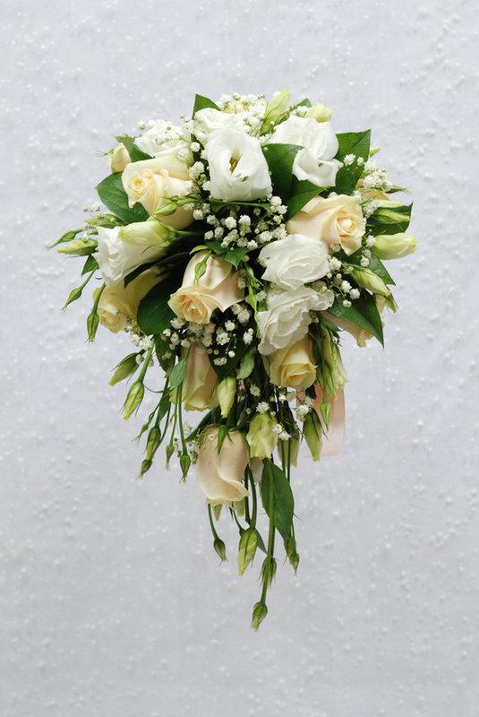Недорого букет невесты каскадный из розы