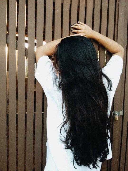 Девушек с длинными черными волосами вид сзади фото