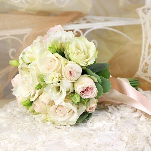 Букет невесты кустовые розы розовые, свадебный букет невесты
