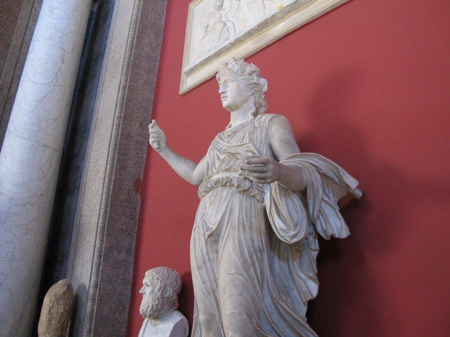 композиции отдельно статуи греция картинки девочка красная шапочка