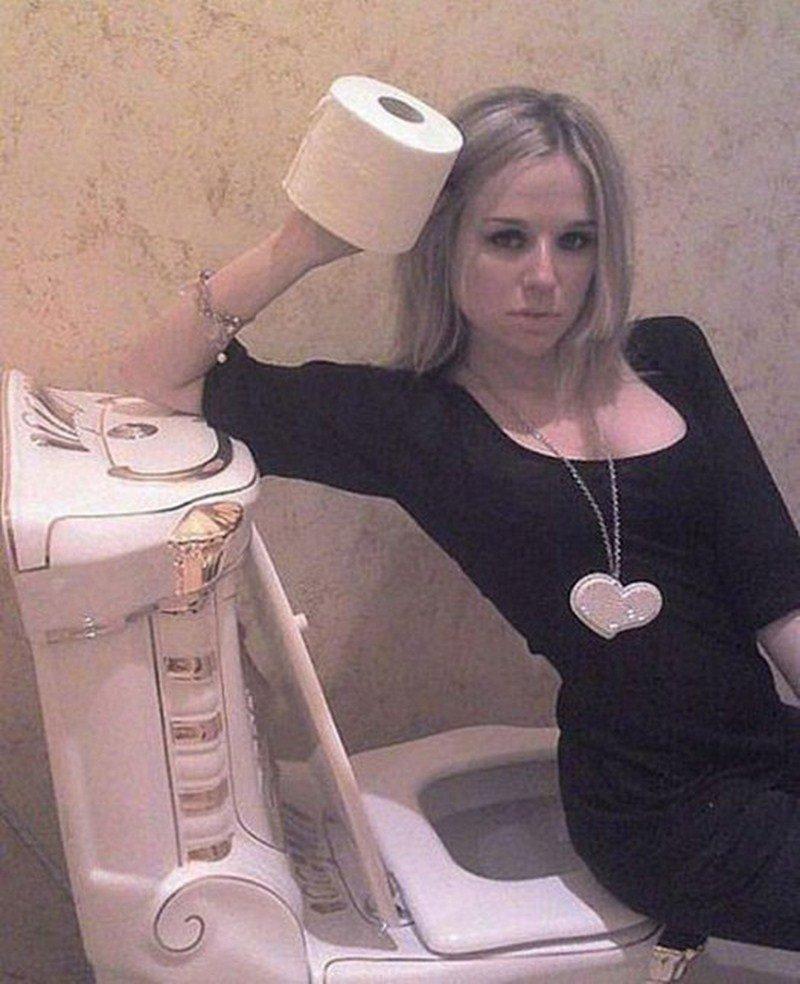 Русские хуесоски в туалете