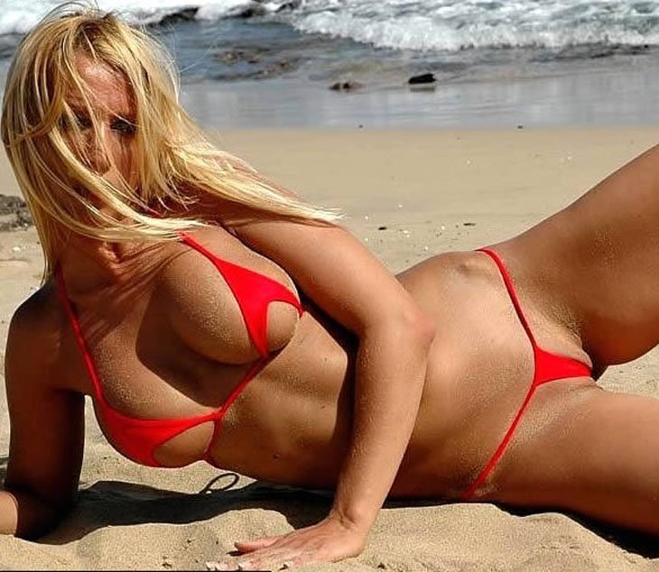 супер открытые купальники на пляже стройные ножки