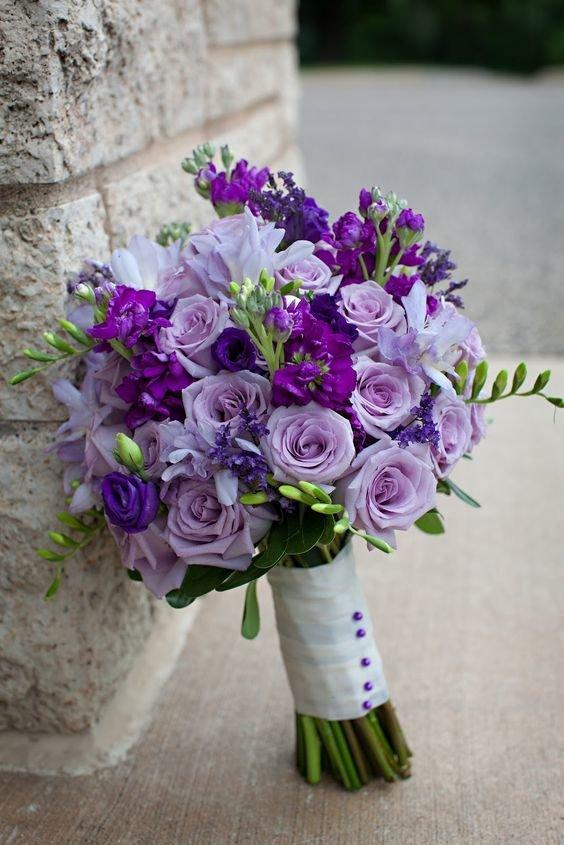 Цветы курьером, букет для невесты 10 в сиреневом цвете фото