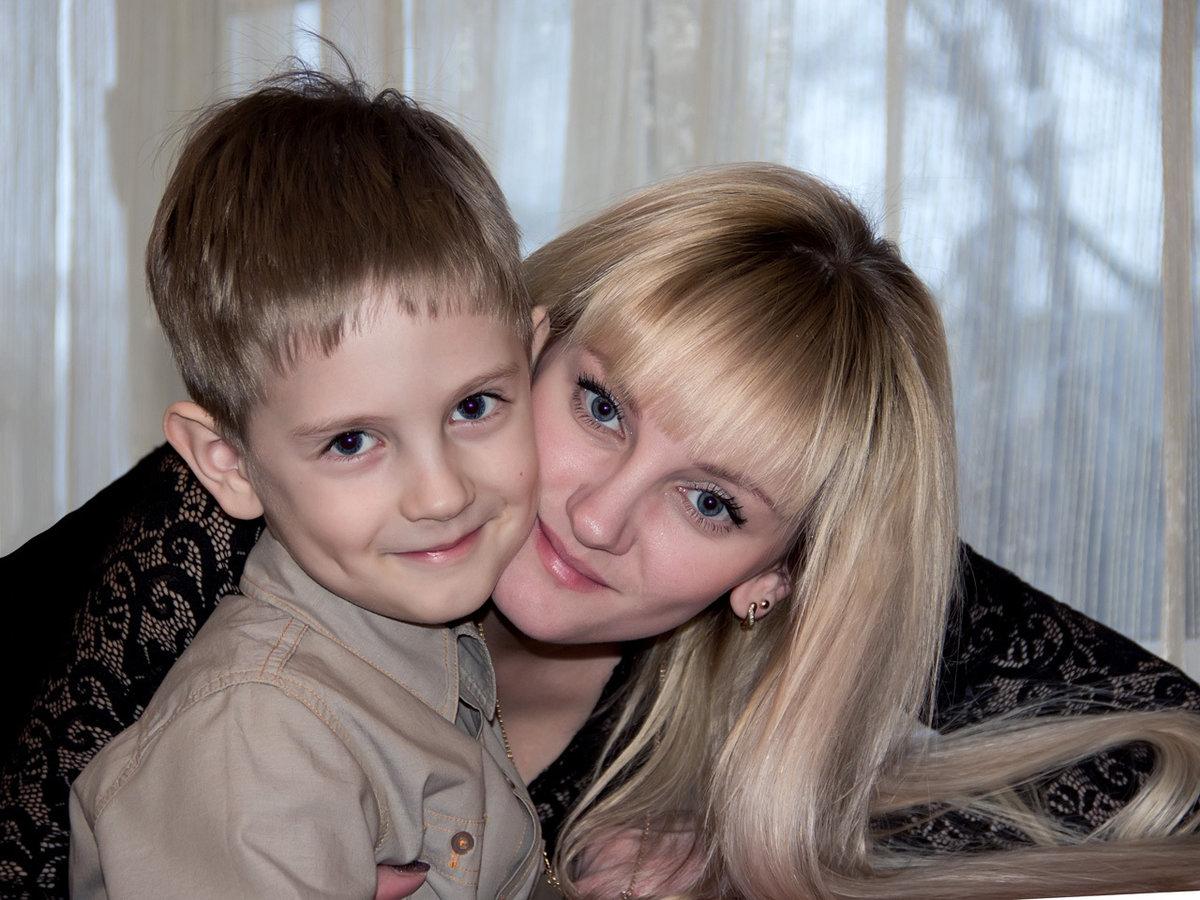 Секс мымы с сыном фото, Регулярный инцент матери и сына (28 фото) 9 фотография