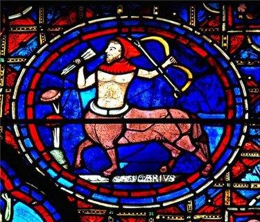 витраж шартрского собора стрелец