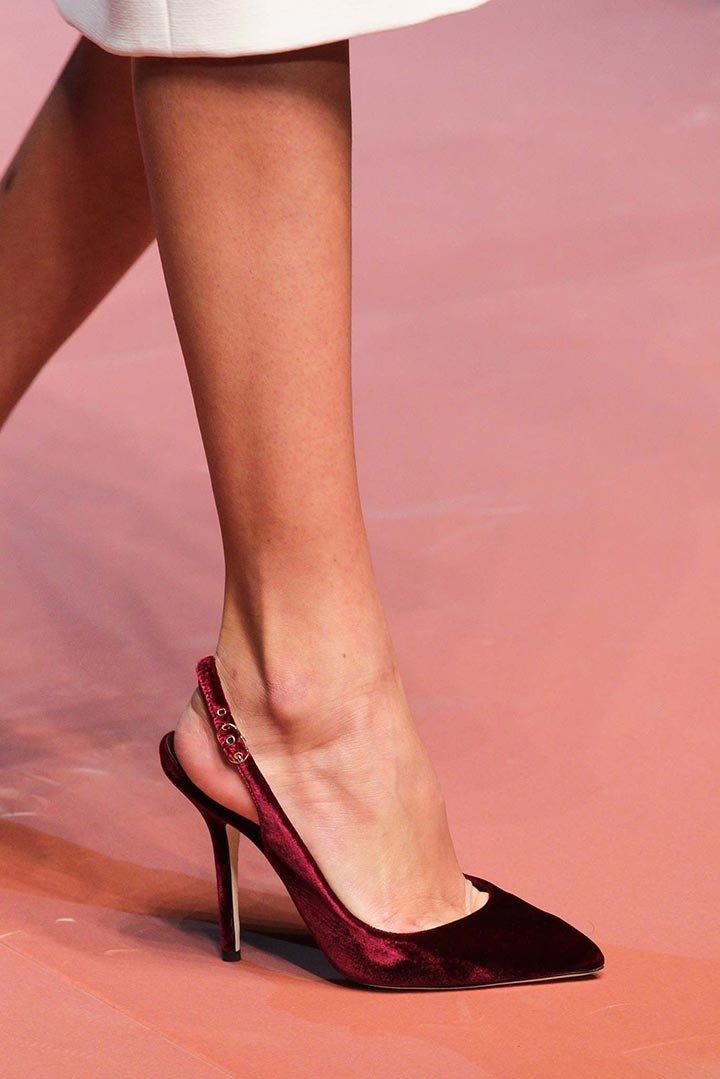 Фото женских ног в туфлях имеет