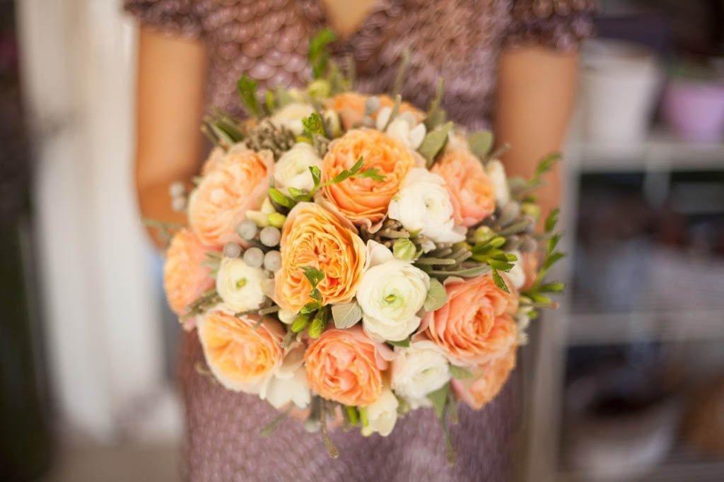Свадебный букет с оранжевыми пионами, цветы